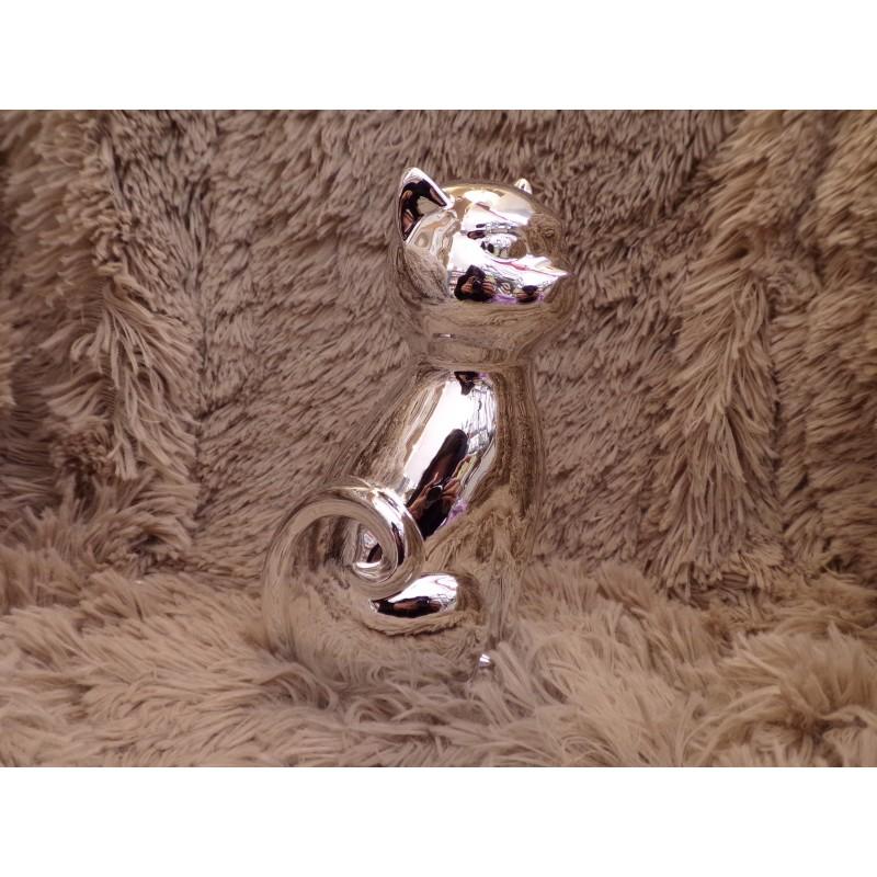 la marque chat Le chat lingerie conjugue un savoir-faire d'exception, des matières textiles nobles et une grande qualité créé en 1934, le chat lingerie est une marque de référence dans l'univers de la lingerie de nuit et du homewear.
