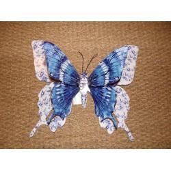 Grand papillon en métal multicolore tons bleu blanc ailes découpées