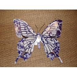 Grand papillon en métal  bleu marine et blanc ailes découpées