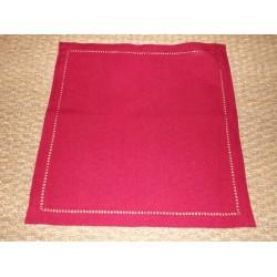 Nappe infroissable rouge uni bord ajouré 150x250cm Simla