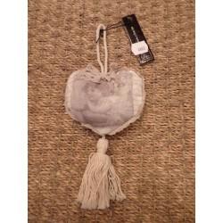 Coeur tissu beige et pompom décor ange à suspendre Jline