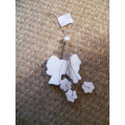Guirlande de savons Le mas du roseau forme de noeud et fleurs blanc